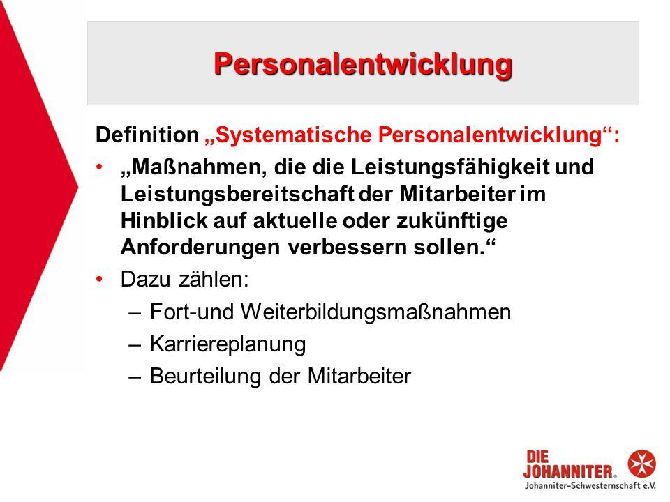 Personalentwicklung Definition Systematische Personalentwicklung: Maßnahmen, die die Leistungsfähigkeit und Leistungsbereitschaft der Mitarbeiter im H