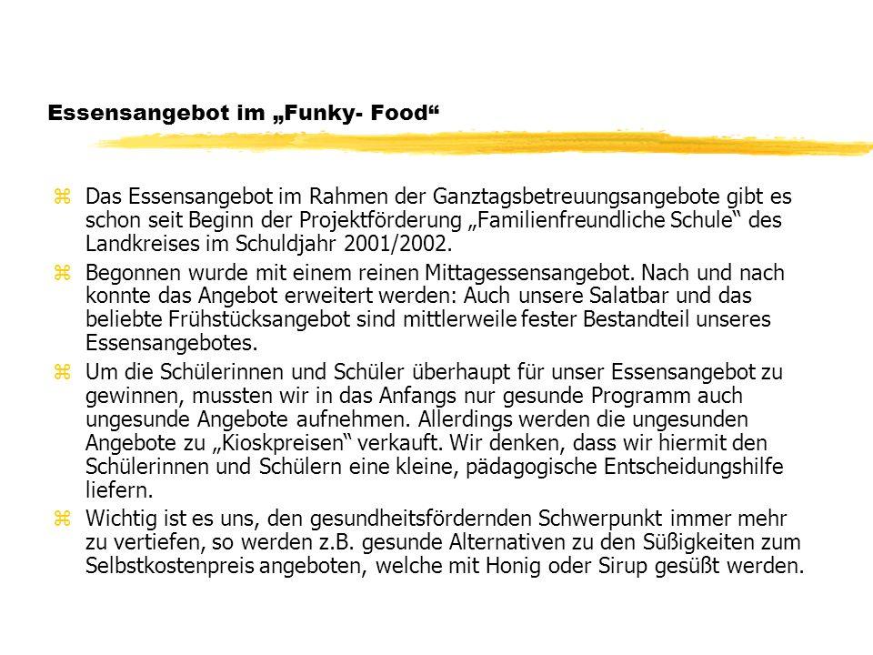 Essensangebot im Funky- Food zDas Essensangebot im Rahmen der Ganztagsbetreuungsangebote gibt es schon seit Beginn der Projektförderung Familienfreundliche Schule des Landkreises im Schuldjahr 2001/2002.