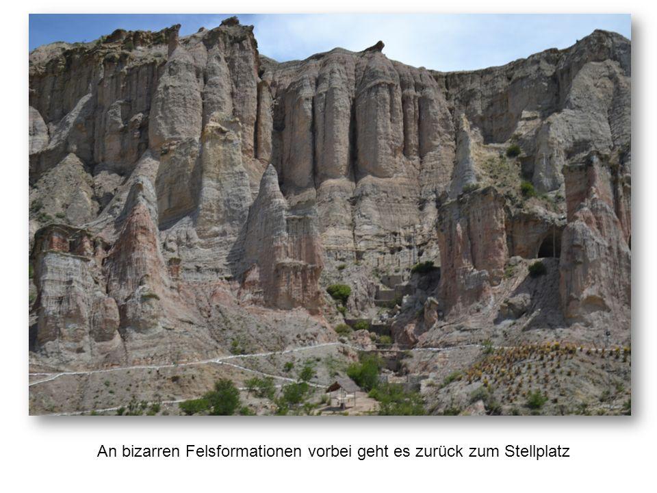 An bizarren Felsformationen vorbei geht es zurück zum Stellplatz
