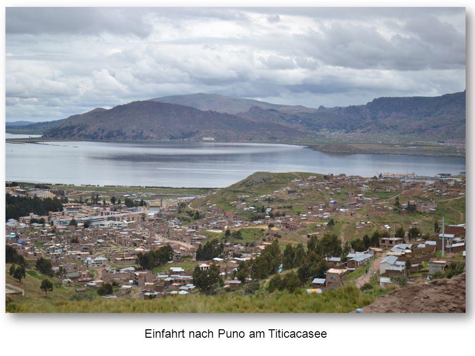Einfahrt nach Puno am Titicacasee