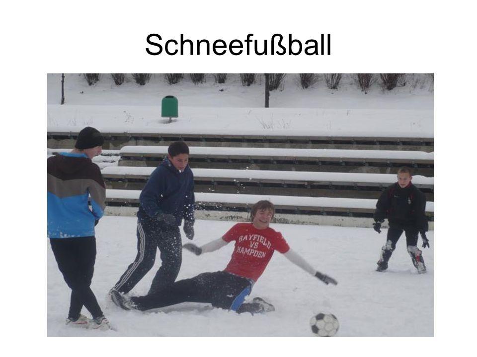 Schneefußball