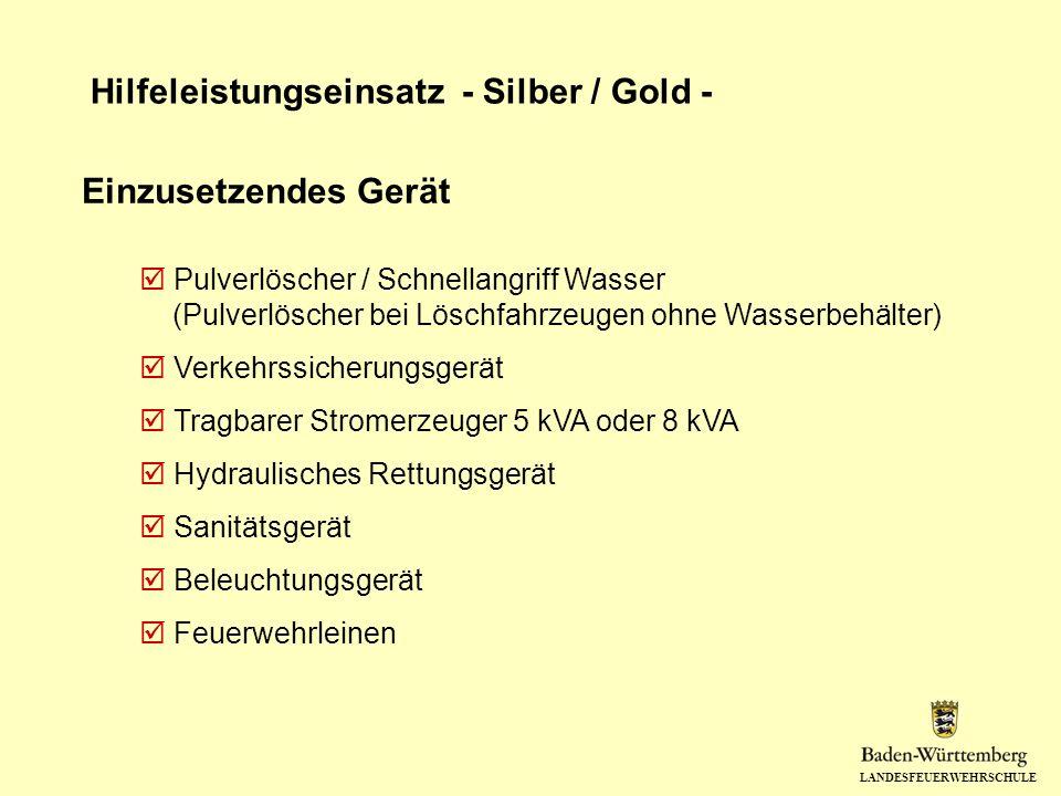 LANDESFEUERWEHRSCHULE Hilfeleistungseinsatz - Silber / Gold - Einzusetzendes Gerät Pulverlöscher / Schnellangriff Wasser (Pulverlöscher bei Löschfahrz