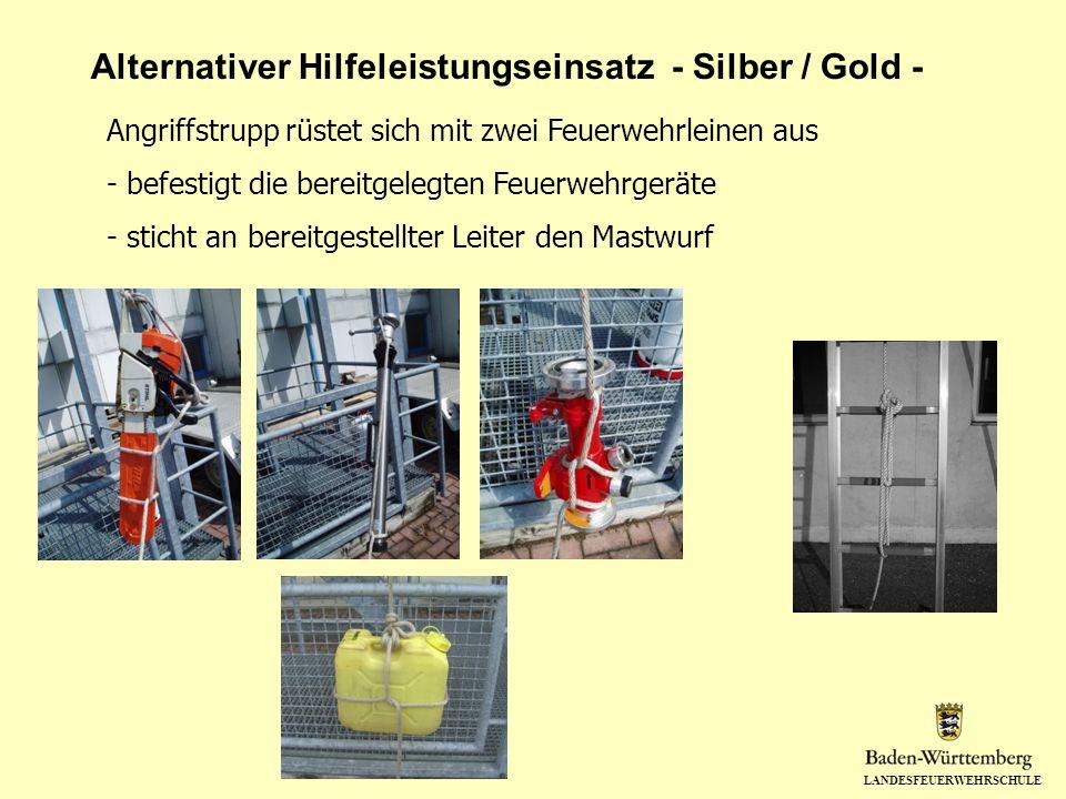 LANDESFEUERWEHRSCHULE Alternativer Hilfeleistungseinsatz - Silber / Gold - Angriffstrupp rüstet sich mit zwei Feuerwehrleinen aus - befestigt die bere