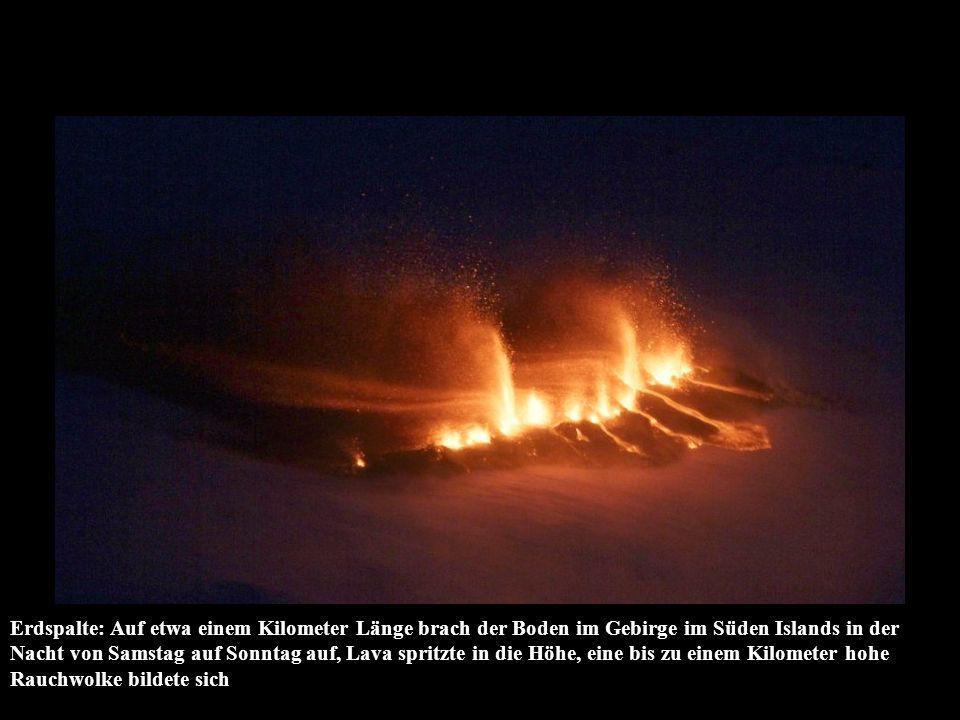 Erdspalte: Auf etwa einem Kilometer Länge brach der Boden im Gebirge im Süden Islands in der Nacht von Samstag auf Sonntag auf, Lava spritzte in die Höhe, eine bis zu einem Kilometer hohe Rauchwolke bildete sich