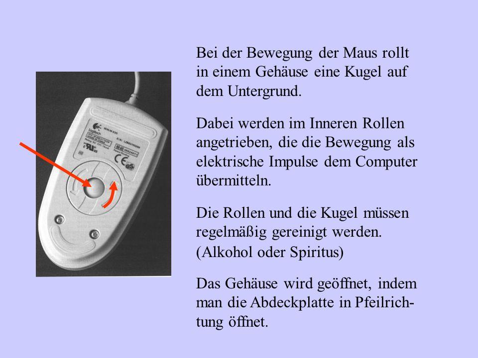 Bei der Bewegung der Maus rollt in einem Gehäuse eine Kugel auf dem Untergrund. Dabei werden im Inneren Rollen angetrieben, die die Bewegung als elekt