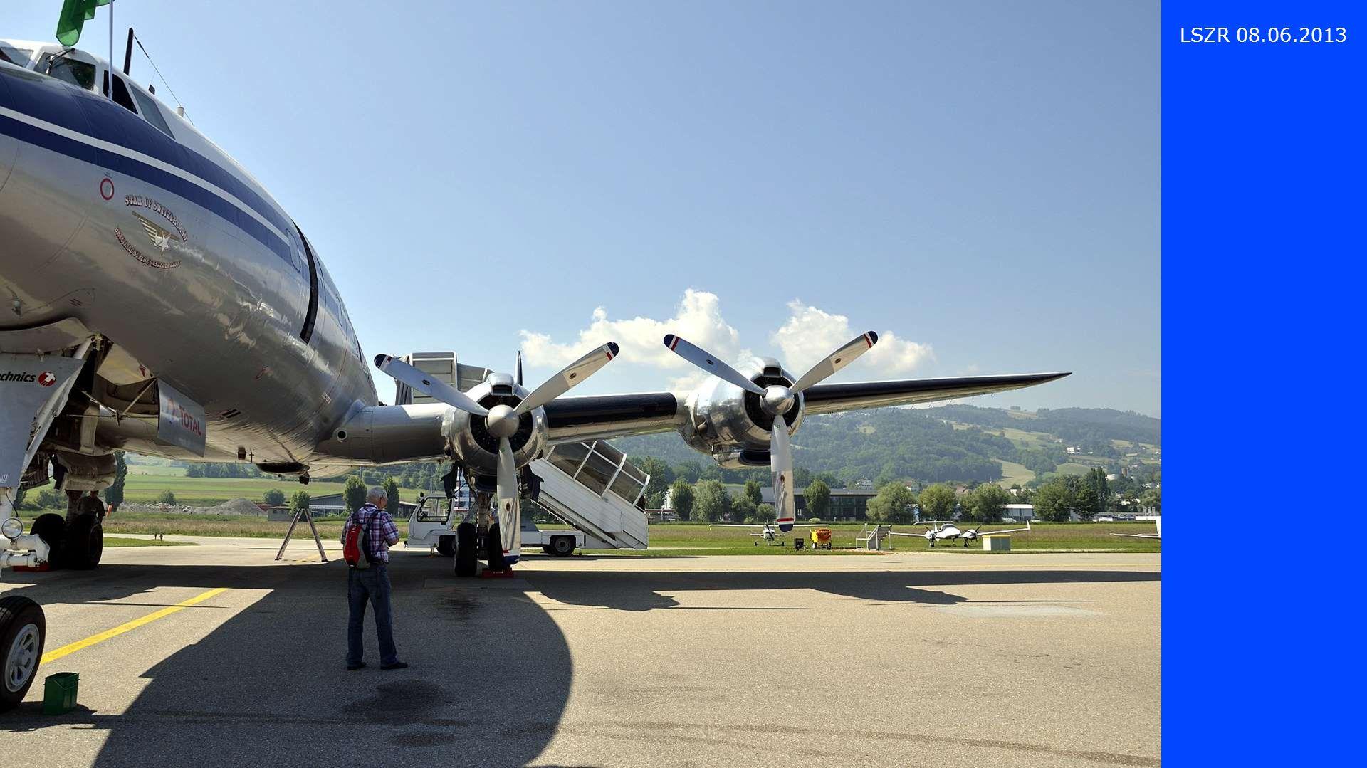 4 Motoren Curtiss-Wright- Cyclone, 18 Zylinder Doppelstern- Turbocompound, Leistung je 3250 PS.
