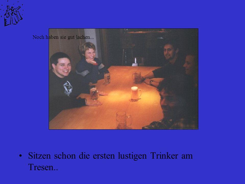 Sitzen schon die ersten lustigen Trinker am Tresen.. Noch haben sie gut lachen...