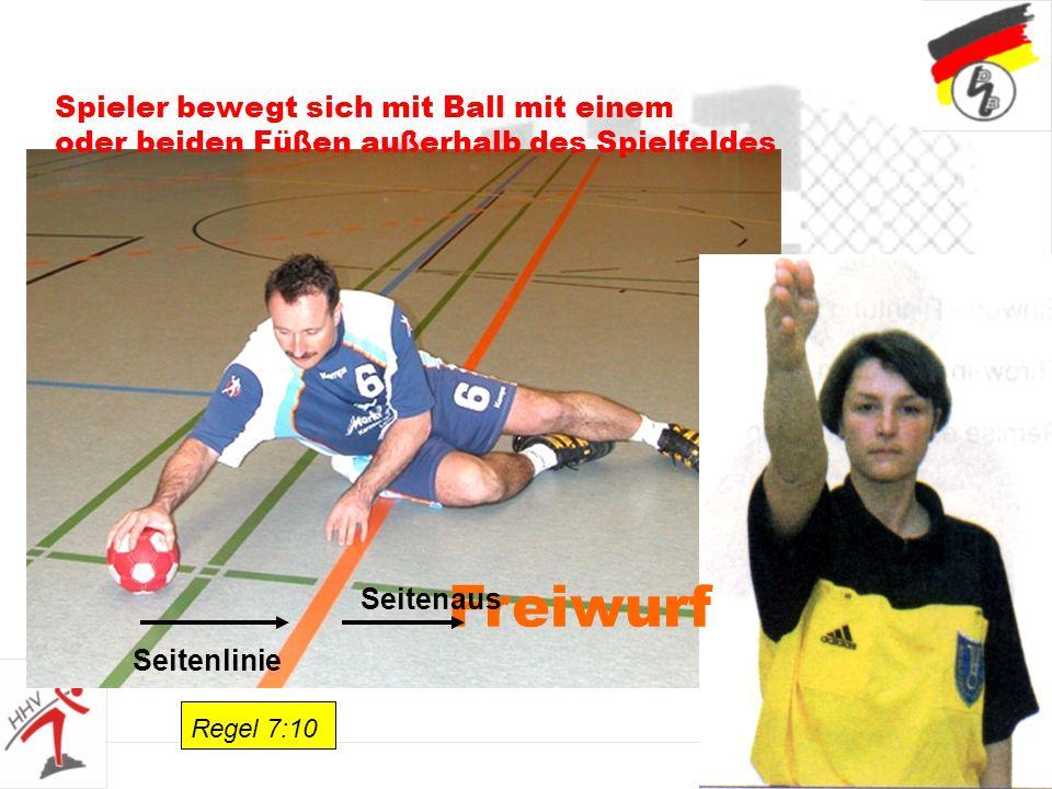 34 Spieler bewegt sich mit Ball mit einem oder beiden Füßen außerhalb des Spielfeldes Freiwurf Regel 7:10 Seitenlinie Seitenaus