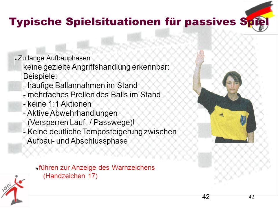 42 Typische Spielsituationen für passives Spiel Zu lange Aufbauphasen keine gezielte Angriffshandlung erkennbar: Beispiele: - häufige Ballannahmen im Stand - mehrfaches Prellen des Balls im Stand - keine 1:1 Aktionen - Aktive Abwehrhandlungen (Versperren Lauf- / Passwege).