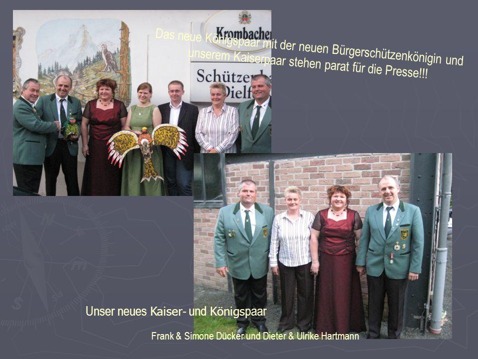 Unser neues Kaiser - und Königs paar Frank & Simone Dücker und Dieter & Ulrike Hartmann Das neue Königspaar mit der neuen Bürgerschützenkönigin und unserem Kaiserpaar stehen parat für die Presse!!!