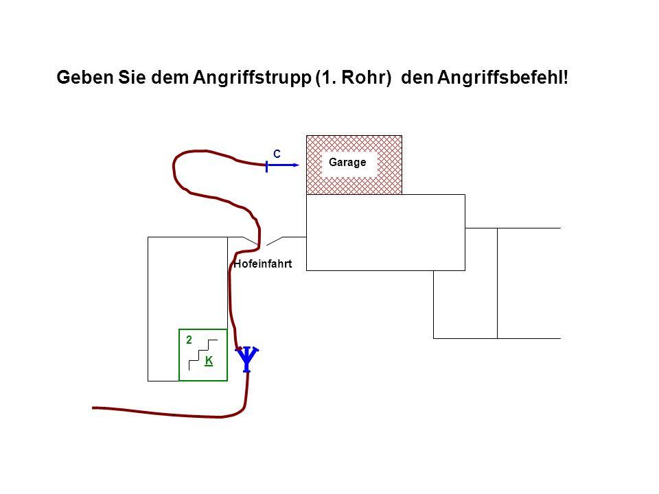 Geben Sie dem Angriffstrupp (1. Rohr) den Angriffsbefehl! Hofeinfahrt Garage K 2 C