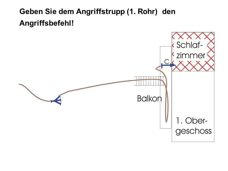 Lösung ANGRIFFSBEFEHL: TruppAngriffstrupp Angriffszielzur Brandbekämpfung im Schlafzimmer des Obergeschoßes Angriffswegmit Leiter über den Balkon Angriffsmittelmit C-Rohr VOR!
