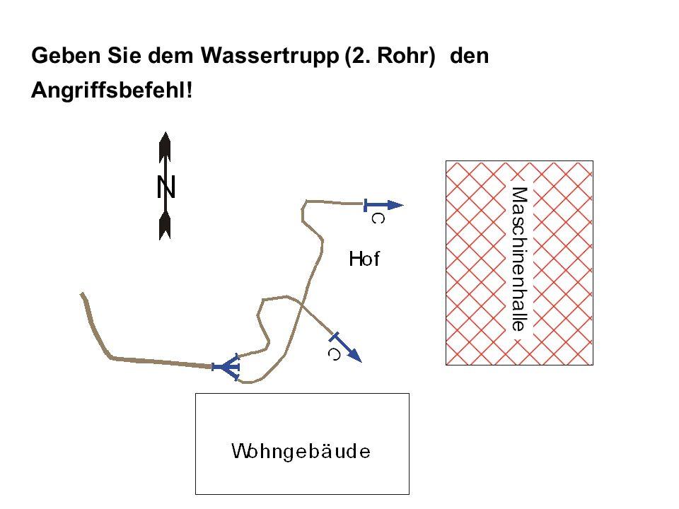 Lösung ANGRIFFSBEFEHL: TruppWassertrupp Angriffszielzur Brandbekämpfung der Maschinenhalle Angriffswegvon der Hofseite (oder: Westseite) Angriffsmittelmit C-Rohr VOR!