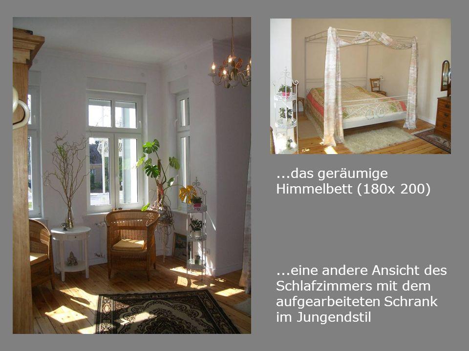 ...das geräumige Himmelbett (180x 200)...eine andere Ansicht des Schlafzimmers mit dem aufgearbeiteten Schrank im Jungendstil