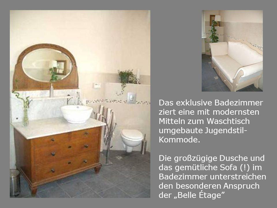 Das exklusive Badezimmer ziert eine mit modernsten Mitteln zum Waschtisch umgebaute Jugendstil- Kommode.