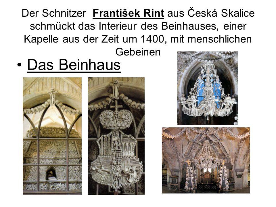 Der Schnitzer František Rint aus Česká Skalice schmückt das Interieur des Beinhauses, einer Kapelle aus der Zeit um 1400, mit menschlichen Gebeinen Das Beinhaus