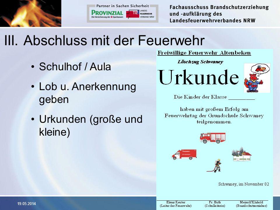 19.05.2014 III. Abschluss mit der Feuerwehr Schulhof / Aula Lob u. Anerkennung geben Urkunden (große und kleine)