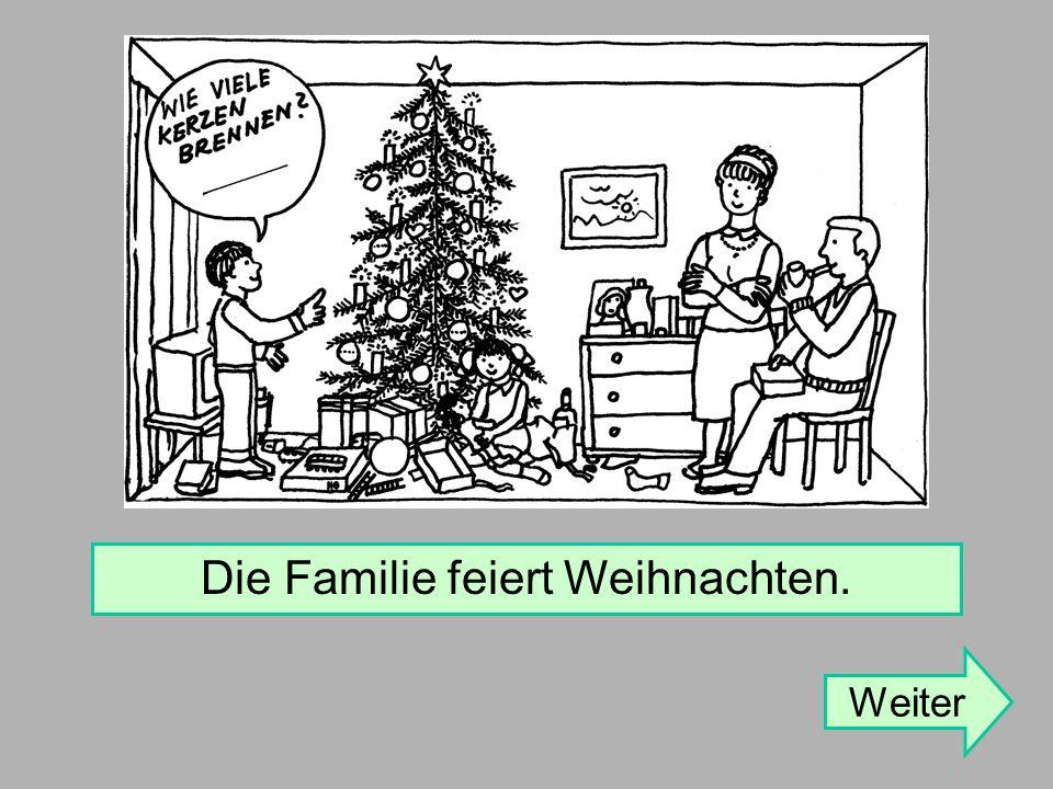 Die Familie feiert Weihnachten. Weiter