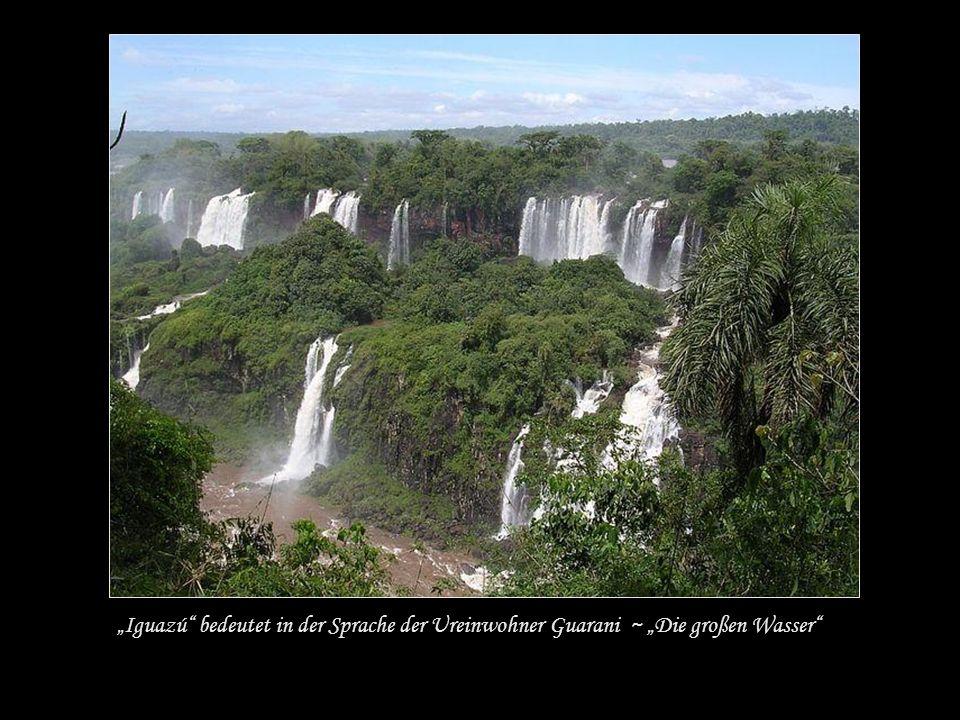 Die Wasserfälle des Rio Iguazú an der Grenze Brasiliens und Argentiniens