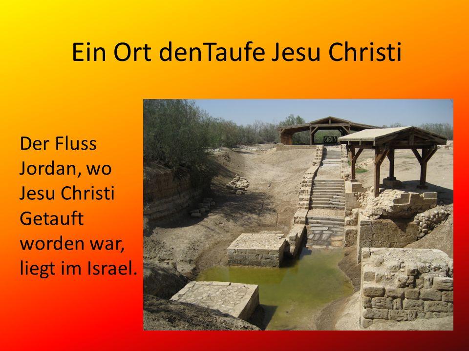 Ein Ort denTaufe Jesu Christi Der Fluss Jordan, wo Jesu Christi Getauft worden war, liegt im Israel.