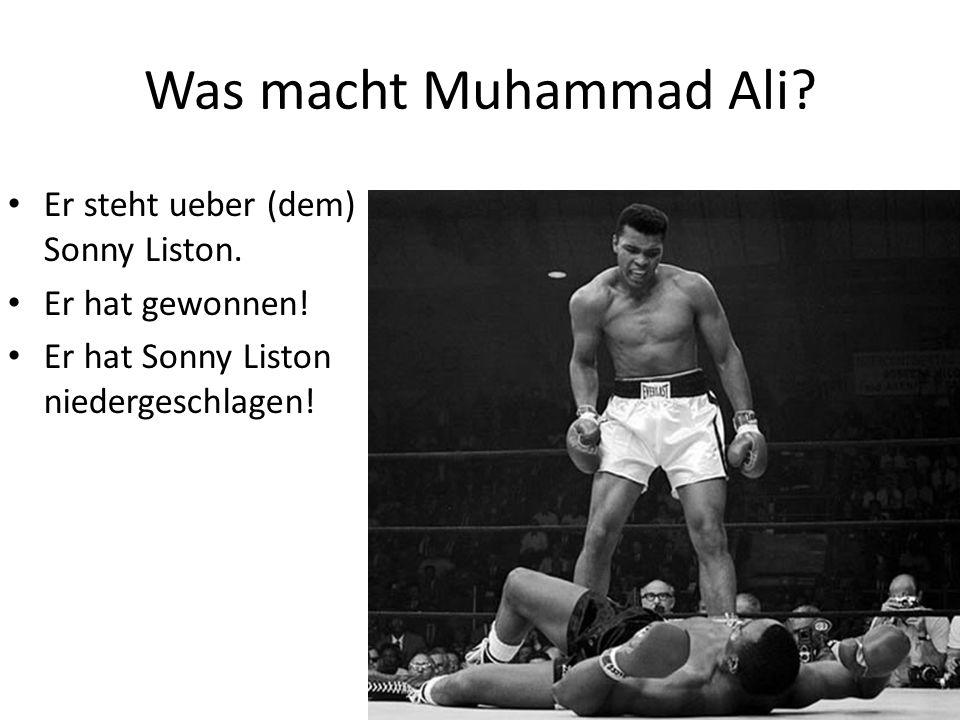 Er steht ueber (dem) Sonny Liston. Er hat gewonnen! Er hat Sonny Liston niedergeschlagen!
