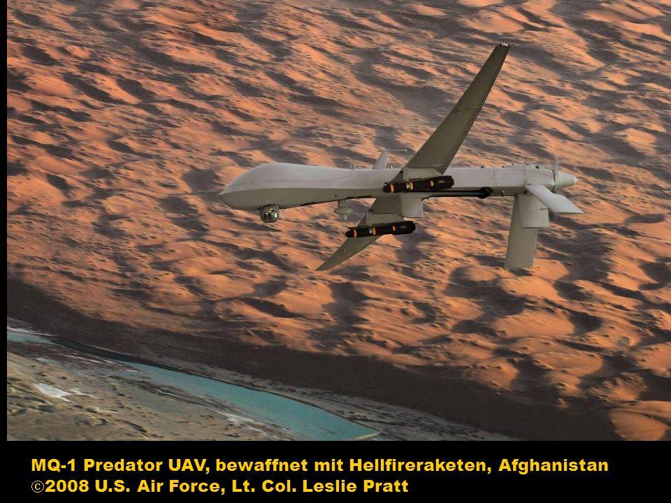 MQ-1 Predator UAV, bewaffnet mit Hellfireraketen, Afghanistan 2008 U.S. Air Force, Lt. Col. Leslie Pratt