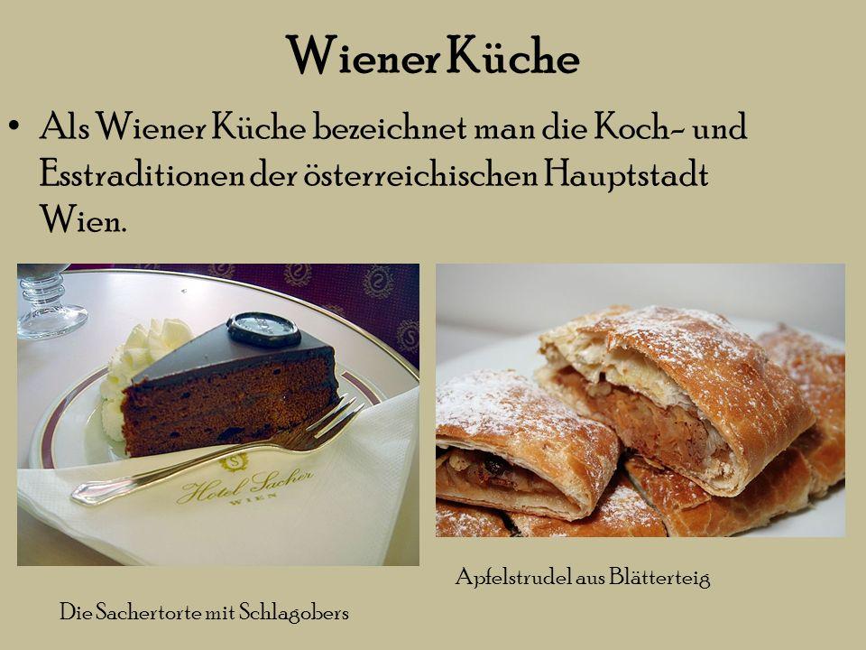 der Wiener Kaffeehauskultur Einspänner Eiskaffee mit Sahne