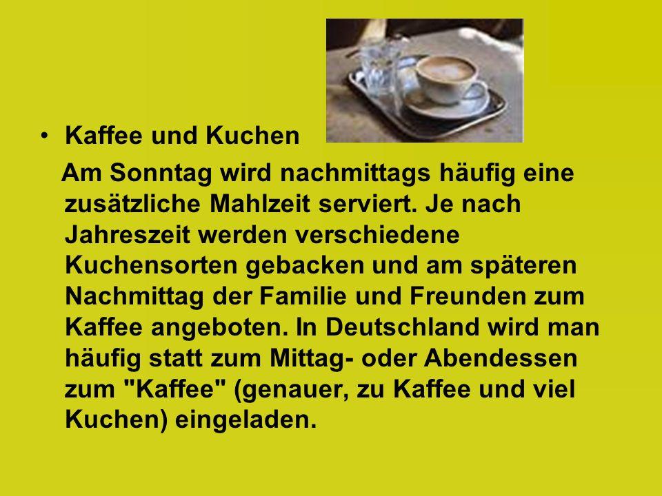 Kaffee und Kuchen Am Sonntag wird nachmittags häufig eine zusätzliche Mahlzeit serviert.