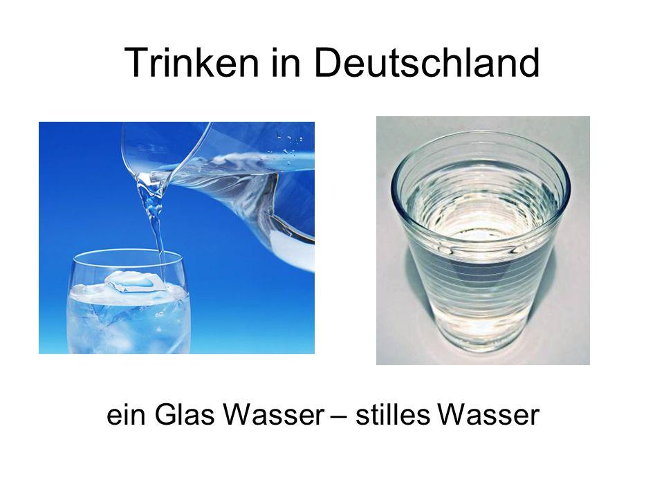 Trinken in Deutschland ein Glas Wasser – stilles Wasser