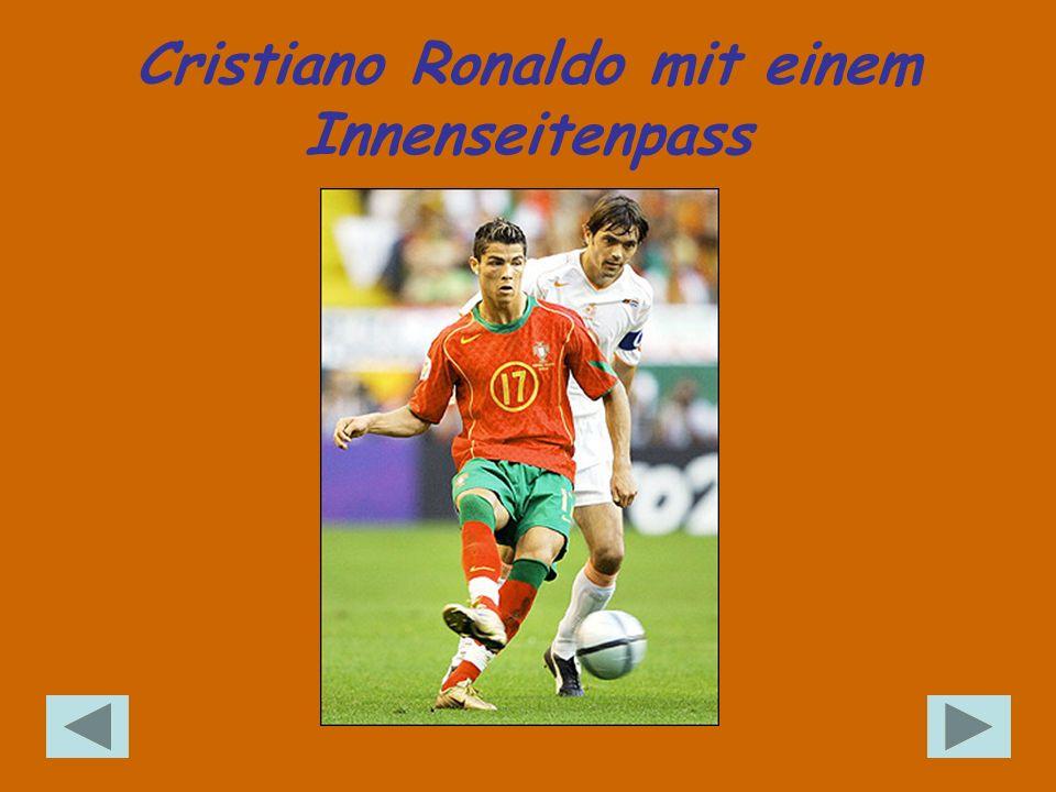 Cristiano Ronaldo mit einem Innenseitenpass