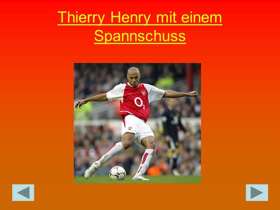 Thierry Henry mit einem Spannschuss