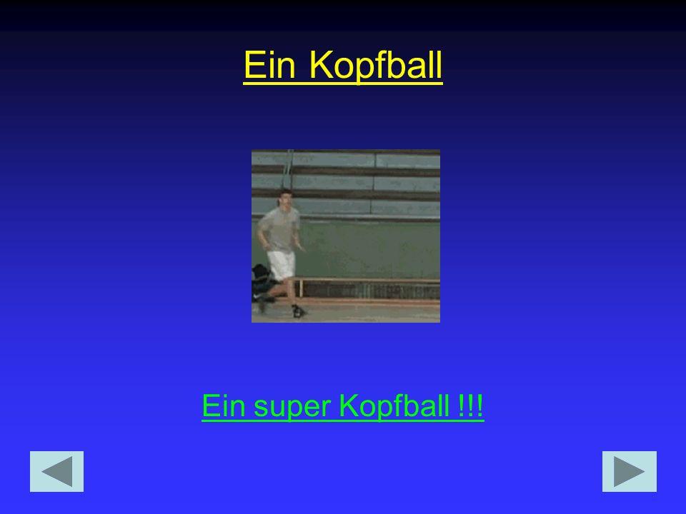 Miroslav Klose bei einem Kopfball