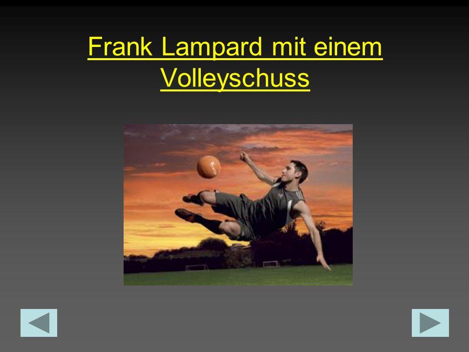 Frank Lampard mit einem Volleyschuss