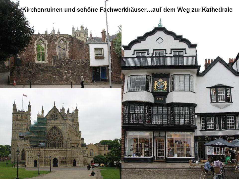 Kirchenruinen und schöne Fachwerkhäuser…auf dem Weg zur Kathedrale