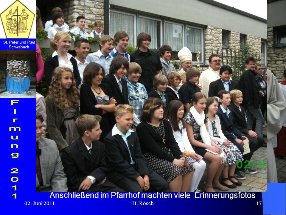 St. Peter und Paul Schwabach 02. Juni 2011H. Rösch17 Anschließend im Pfarrhof machten viele Erinnerungsfotos
