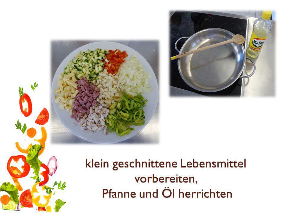 klein geschnittene Lebensmittel vorbereiten, Pfanne und Öl herrichten