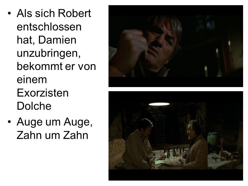 Als sich Robert entschlossen hat, Damien unzubringen, bekommt er von einem Exorzisten Dolche Auge um Auge, Zahn um Zahn
