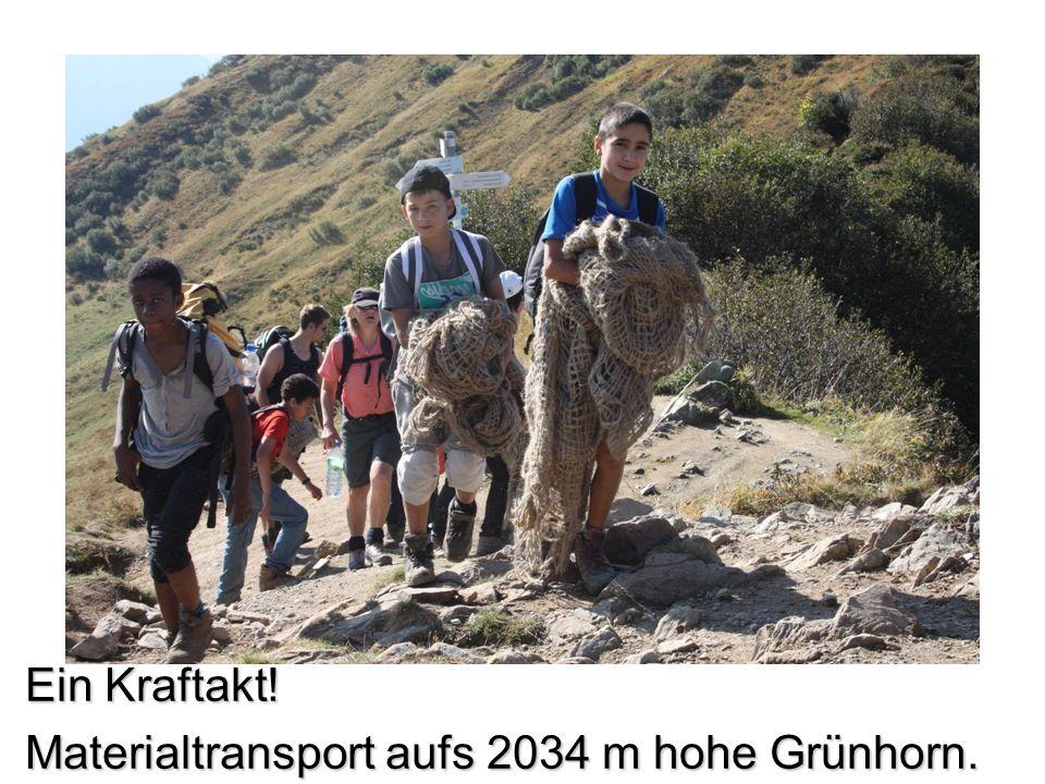 Ein Kraftakt! Materialtransport aufs 2034 m hohe Grünhorn.