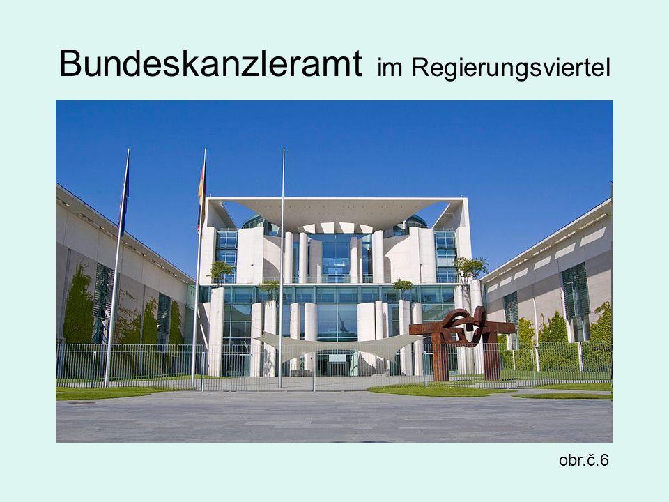 Bundeskanzleramt im Regierungsviertel obr.č.6