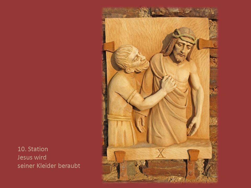 10. Station Jesus wird seiner Kleider beraubt
