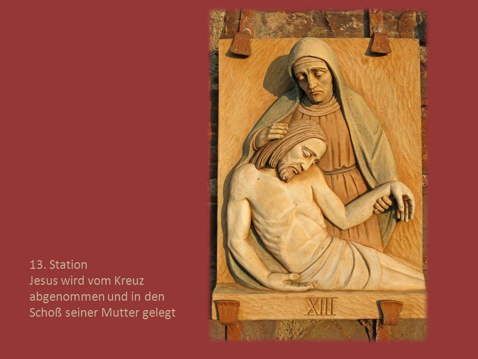 13. Station Jesus wird vom Kreuz abgenommen und in den Schoß seiner Mutter gelegt