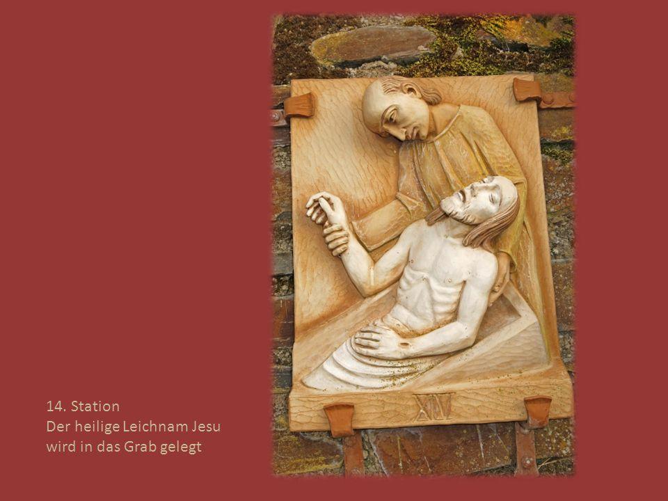 14. Station Der heilige Leichnam Jesu wird in das Grab gelegt