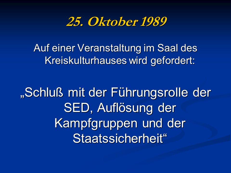 25. Oktober 1989 Auf einer Veranstaltung im Saal des Kreiskulturhauses wird gefordert: Schluß mit der Führungsrolle der SED, Auflösung der Kampfgruppe