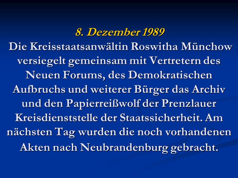 8. Dezember 1989 Die Kreisstaatsanwältin Roswitha Münchow versiegelt gemeinsam mit Vertretern des Neuen Forums, des Demokratischen Aufbruchs und weite