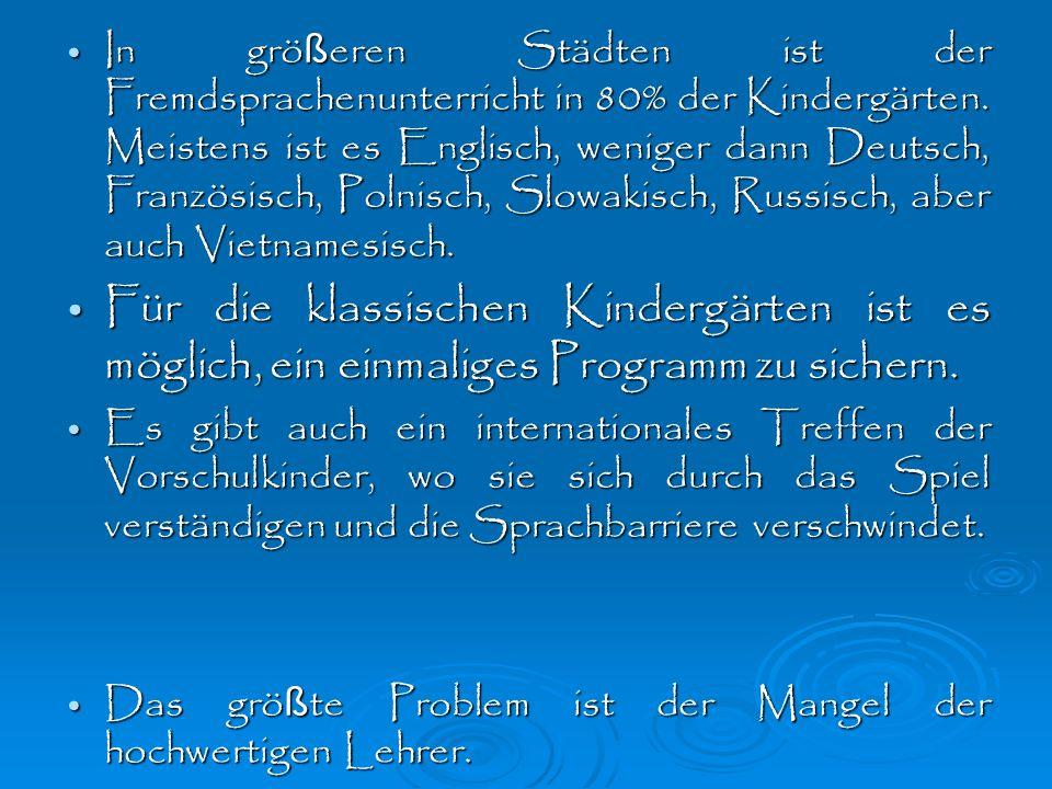 Empfohlenes Alter für den Anfang mit dem Unterricht der Fremdsprache ist 5 Jahre.