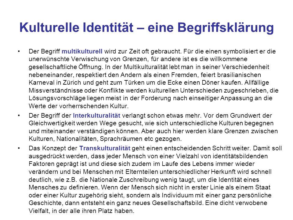 Kulturelle Identität – eine Begriffsklärung Der Begriff multikulturell wird zur Zeit oft gebraucht. Für die einen symbolisiert er die unerwünschte Ver