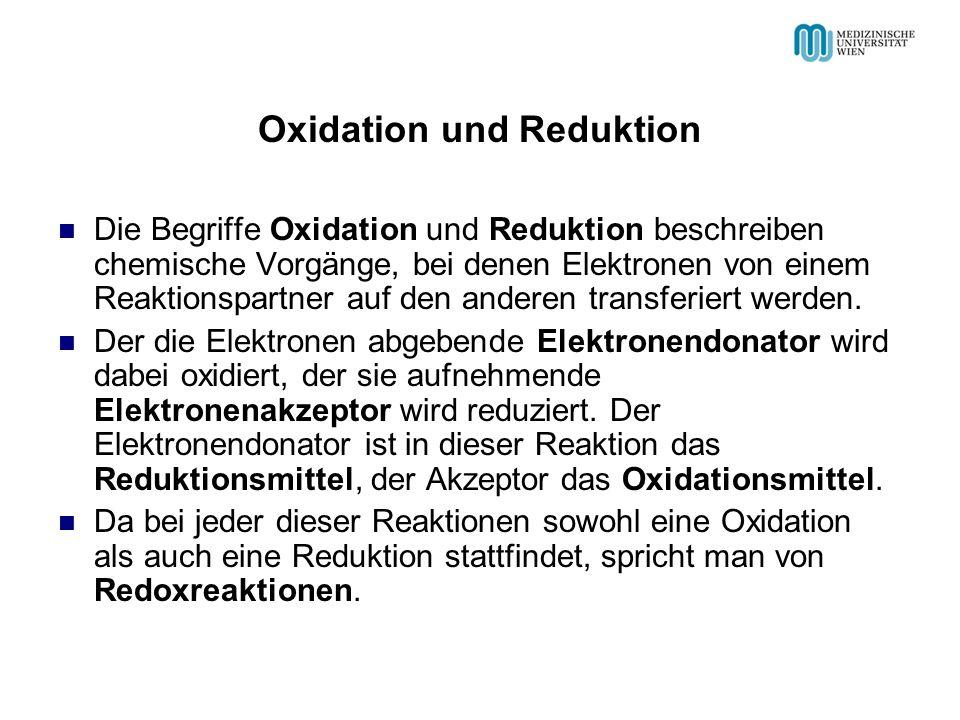 Oxidation und Reduktion Die Begriffe Oxidation und Reduktion beschreiben chemische Vorgänge, bei denen Elektronen von einem Reaktionspartner auf den a