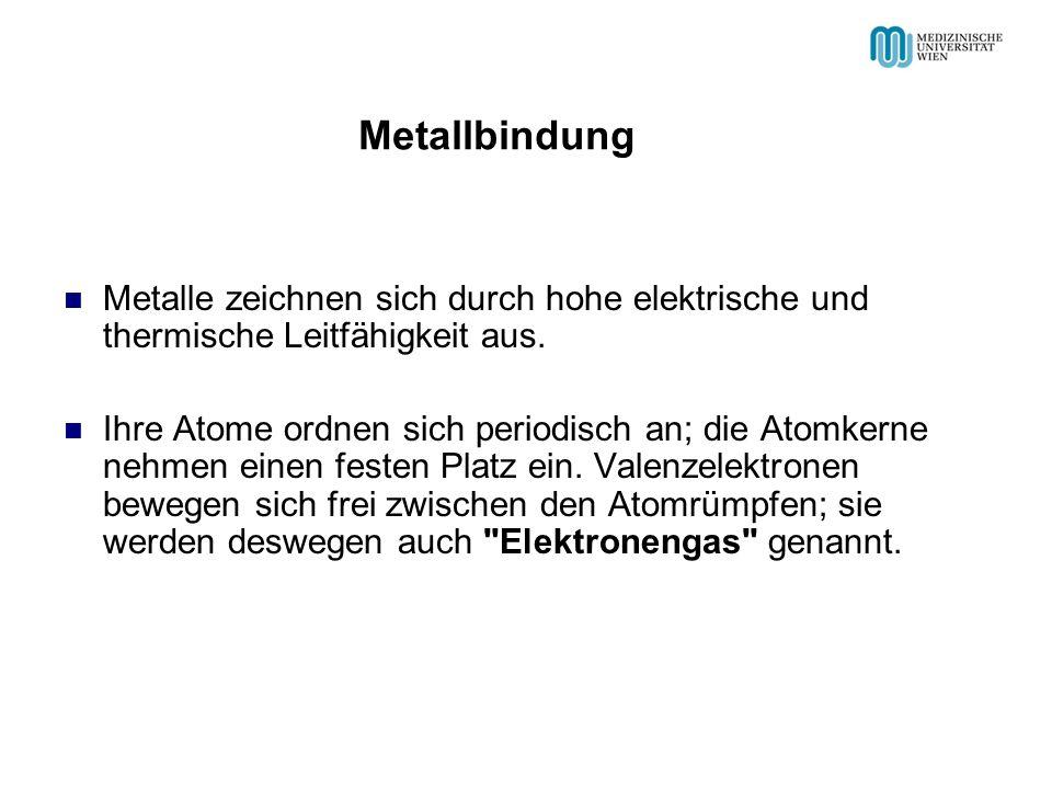 Metalle zeichnen sich durch hohe elektrische und thermische Leitfähigkeit aus. Ihre Atome ordnen sich periodisch an; die Atomkerne nehmen einen festen