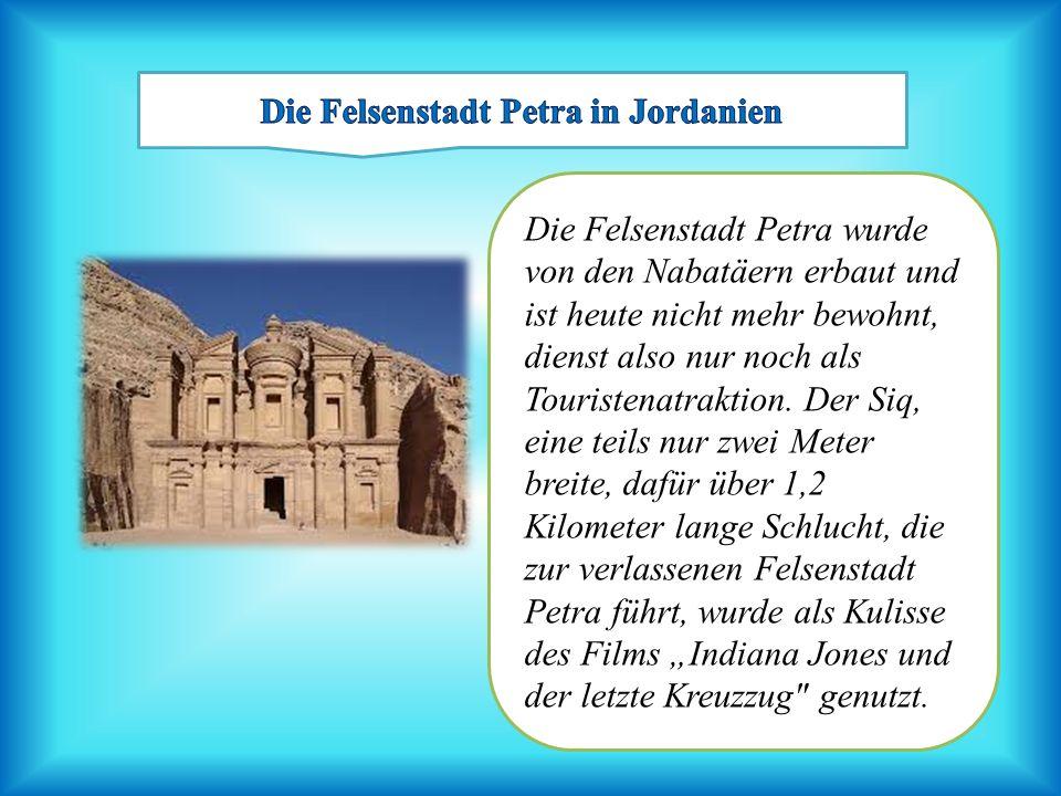 Die Felsenstadt Petra wurde von den Nabatäern erbaut und ist heute nicht mehr bewohnt, dienst also nur noch als Touristenatraktion. Der Siq, eine teil