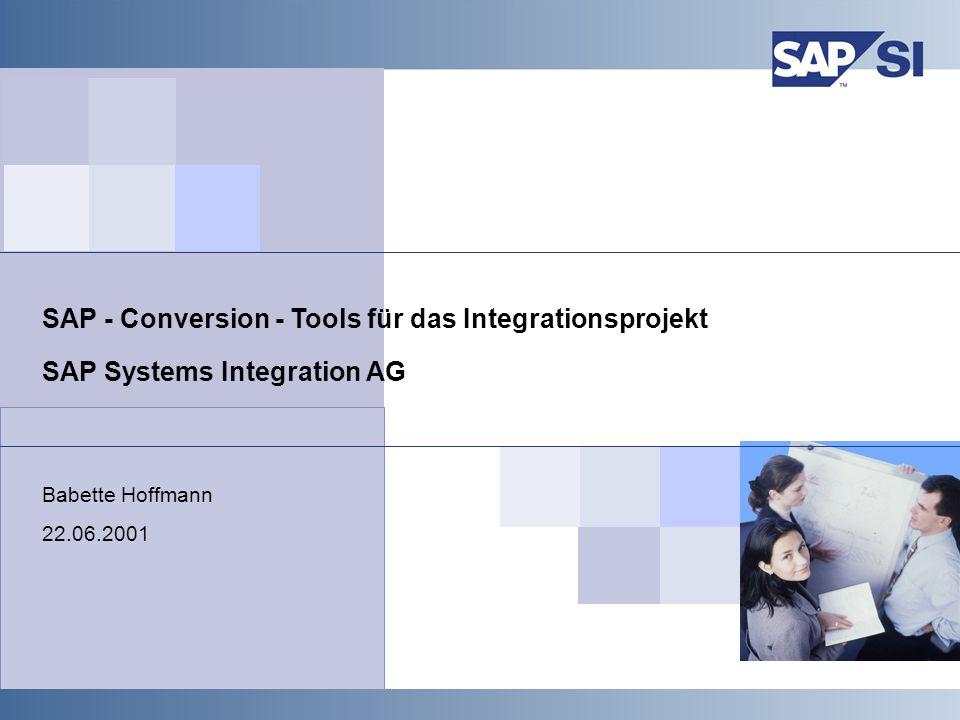 SAP Systems Integration AG 2001 / 12 SAP SI 2001, SAP Conversions Tools, Babette Hoffmann / 12 Umstrukturierungsprojekte Umstrukturierungen geschehen nicht auf Knopfdruck, sondern erfordern das Aufsetzen eines Projektes Umstrukturierungen bringen in der Regel Veränderungen des Tagesgeschäfts mit sich Diese Änderungen müssen von den Fachbereichen entschieden und mit getragen werden Dazu sind applikationsinterne und bereichsübergreifende Abstimmungen der Themen erforderlich In zwei bis drei Massentests sind das Umstellungsszenario sowie die Geschäftsprozesse in den Zielsystemen zu testen Die Fachabteilungen sind in diese Tests intensiv einzubinden Ein eigenes Testsystem muß für das Umstrukturierungsprojekt zur Verfügung stehen Die Projektlaufzeit ist mit mindestens 3 Monaten anzusetzen